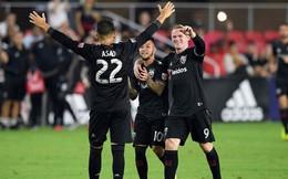 """Lập cú đúp đẹp mắt, Rooney tặng thêm """"cái tát"""" cho những kẻ buông lời độc địa"""