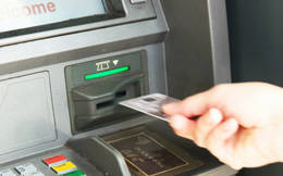 Không may bị nuốt thẻ ATM khi đang rút tiền, đây là những điều bạn cần làm ngay