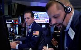 Chứng khoán Mỹ bị bán tháo, Dow Jones sụt giảm 836 điểm