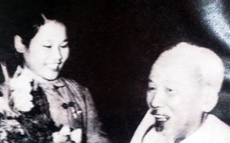 Gặp lại cô gái trong bức ảnh nổi tiếng 'Bác Hồ với Thanh niên xung phong'