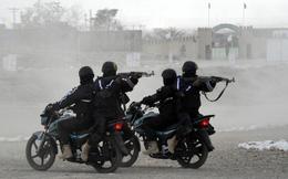 24h qua ảnh: Cảnh sát đặc nhiệm Pakistan diễn tập chống khủng bố bằng mô tô