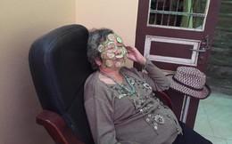 """Hình ảnh bà nội 80 tuổi đắp mặt nạ dưa chuột và câu chuyện khiến nhiều cô gái """"chào thua"""""""