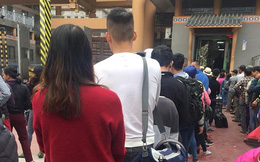 Đoàn người xếp hàng dài, ùn ứ ở cửa khẩu Tân Thanh