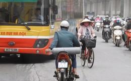 """Sởn gai ốc cảnh người Hà Nội nối đuôi nhau đối đầu """"hung thần đường phố"""""""