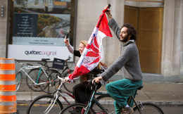 Ảnh: Dân Canada tận hưởng ngày đầu tiên hợp pháp hóa cần sa