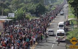 """Những hình ảnh """"sốc"""" về đoàn người tị nạn ùn ùn kéo tới biên giới Mỹ"""