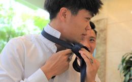 Công Phượng tự học thắt caravat, tuyển thủ Đội tuyển Việt Nam long lanh như soái ca trước khi đi sự kiện