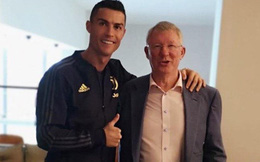 Hết vẫy tay, hôn gió, Ronaldo lại làm CĐV Man United cảm động với bức ảnh cùng Sir Alex