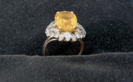Đến nơi con trai làm, mua nhẫn đeo cho vui, 30 năm sau bà mẹ nhận được bất ngờ choáng váng