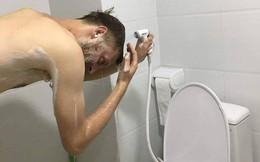 """Anh Tây đăng ảnh trách móc """"vòi hoa sen"""" Việt Nam đạt kỷ lục tương tác trên mạng xã hội"""