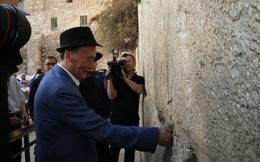 Thách thức lớn vây TQ từ mảnh giấy nhỏ của ông Vương Kỳ Sơn đặt ở Bức tường than khóc