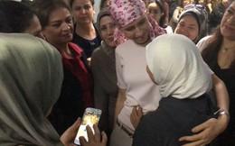 Phu nhân Tổng thống Syria vào viện điều trị ung thư, được bệnh nhân chào đón