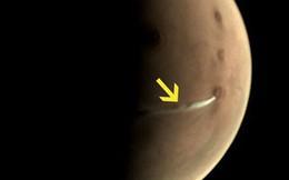 """Sự thật về đám mây trắng """"kỳ lạ"""" đang lơ lửng trên bề mặt sao Hỏa"""