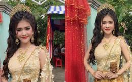 Cô dâu trong trang phục Kherme đeo đầy đồ vàng nhưng điểm gây chú ý đặc biệt là nhan sắc