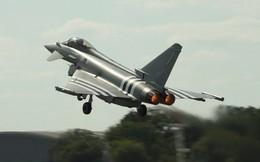 """Thực hư Anh điều loạt chiến đấu cơ """"bắt nạt"""" siêu oanh tạc cơ Tu-160 của Nga?"""