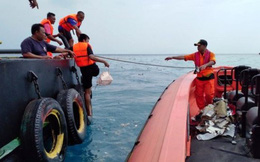 Indonesia tìm thấy xác máy bay rơi xuống biển
