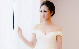 Lại lộ thêm ảnh bạn gái Công Lý đi thử váy cưới gợi cảm