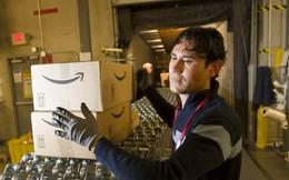 """Vì sao sau thời gian dài cứng rắn, Amazon cũng """"chịu"""" tăng lương cho nhân viên?"""