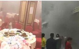 Clip: Đang đám cưới thì xảy ra hỏa hoạn, cô dâu chú rể cùng bố mẹ bình tĩnh làm nốt lễ rồi mới chạy