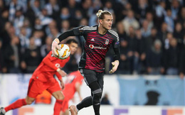 """Chưa thoát khỏi ám ảnh Champions League, Karius lại """"tặng"""" bàn thắng cho đối thủ"""