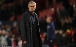 """Trợ lý của Mourinho chuẩn bị tinh thần rời Man United, Neville """"nổi điên"""" với sếp Quỷ đỏ"""