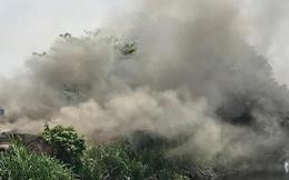 Cảnh sát hút nước sông ở Sài Gòn chữa cháy điểm thu mua phế liệu