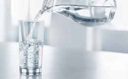 Hai thời điểm quan trọng nên và không nên uống nước