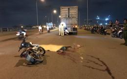 2 thanh niên đi xe máy tử vong sau va chạm với container giữa cầu Đồng Nai