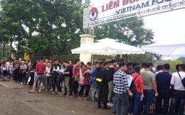 """Báo Thái Lan dùng từ """"cực kỳ điên rồ"""" để nói về cảnh tượng mua vé của CĐV Việt Nam"""