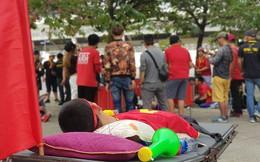 """Trước trận Việt Nam - Malaysia, xuất hiện một hình ảnh khiến người ta phải """"cay mắt"""""""