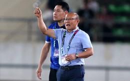 """2 """"cú lừa"""" ngoạn mục giúp HLV Park Hang-seo đánh bại Malaysia"""