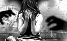 Mẹ về quê lên phát hiện con gái 15 tuổi đang ôm nam công nhân ngủ