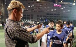"""Vẫn """"trắng tay"""" cùng Campuchia, siêu sao Nhật Bản ghi điểm bằng hành động ý nghĩa"""