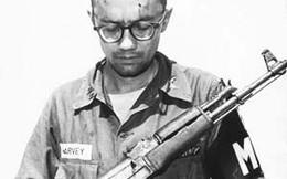 """Khẩu M16 quá tệ ở Chiến tranh Việt Nam: Nhiều lính Mỹ nhặt súng AK và """"quý"""" hơn đồ nhà!"""