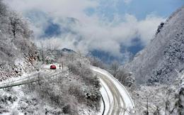 24h qua ảnh: Tuyết đầu mùa phủ trắng ngôi làng Trung Quốc