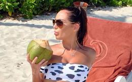 Chloe Goodman thả dáng gợi cảm hút mắt với bikini