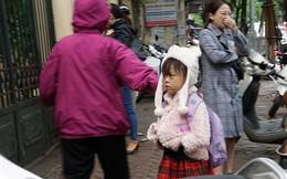 Học sinh Hà Nội hối hả đến trường ngày trở lạnh