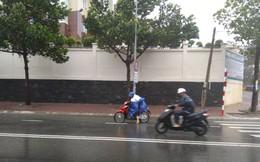 Clip gió bão quật ngã người đi xe máy ở Vũng Tàu