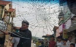 Nam tài xế bất ngờ bị nhóm thanh niên chặn đường, đập vỡ kính xe