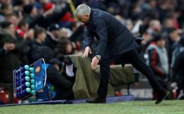 """Vừa thoát hiểm thần kỳ, nhưng một """"miệng vực"""" khác đang chờ Man United"""
