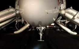 Máy bay Vietjet gặp sự cố: Cặp lốp trước bắn sang 2 bên trong quá trình chạy khi hạ cánh