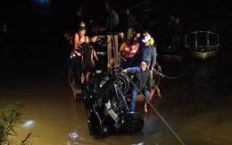 Vụ xe Mercedes lao xuống Sông Hồng: Cây cầu có lan can che chắn yếu?