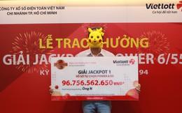Chủ nhân giải Vietlott gần trăm tỷ ở Sài Gòn lĩnh thưởng
