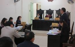 Đại diện VKS về trước, HĐXX tuyên bố tạm dừng phiên tòa xử vụ kiện Bộ trưởng Bộ GD&ĐT
