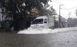 Lý giải nguyên nhân mưa trắng trời, ngập thành sông ở khu vực Trung Bộ