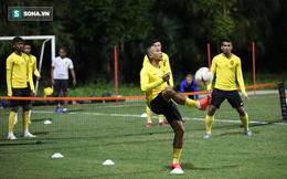 Cầu thủ Malaysia co ro tập dưới cái lạnh 12 độ C của Hà Nội