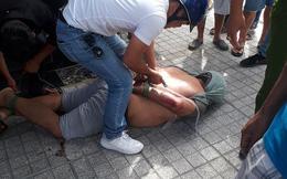 Bị giật ĐTDĐ, nữ sinh viên lao thẳng xe máy vào tên cướp trên đường phố