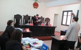 """Bộ trưởng Bộ GD&ĐT """"thua kiện"""" trong vụ thu hồi bằng tiến sĩ của ông Hoàng Xuân Quế"""