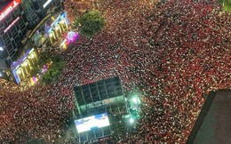 """Báo Thái Lan choáng ngợp trước cảnh tượng """"biển người"""" ăn mừng xuất hiện khắp Việt Nam"""