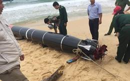 Biên phòng bàn giao vật thể lạ mắc vào lưới ngư dân Phú Yên cho hải quân